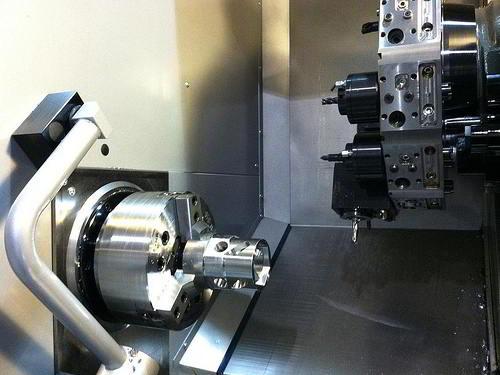 Máy tiện CNC Haas đang dùng lệnh G-Code