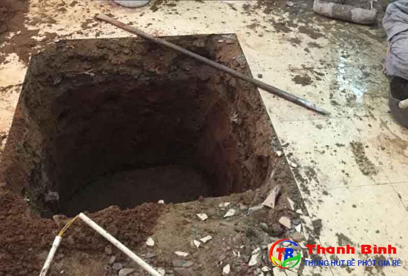 Đào hố xây bể phốt 2 ngăn