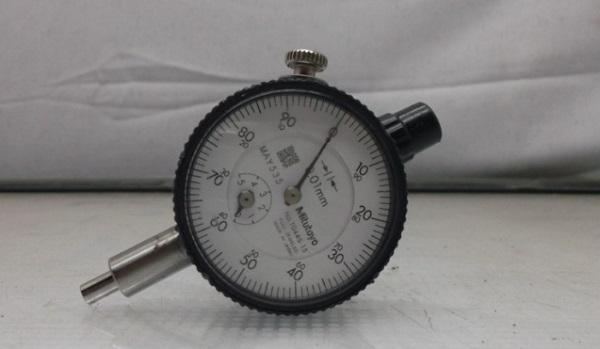 Mitutoyo 1044S là đồng hồ so dạng cơ thiết kế cứng cáp với khả năng chống chịu va đập tốt