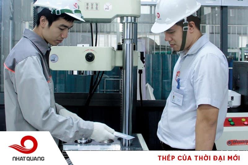 Kiểm tra sản phẩm tại phòng thí nghiệm Thép Nhật Quang