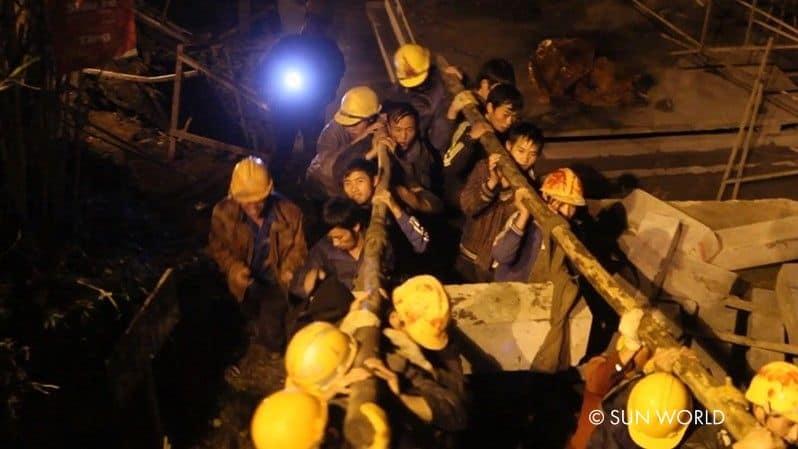 Quá trình xây dựng cáp treo Fansipan vô cùng gian khổ, khó khăn và nguy hiểm.