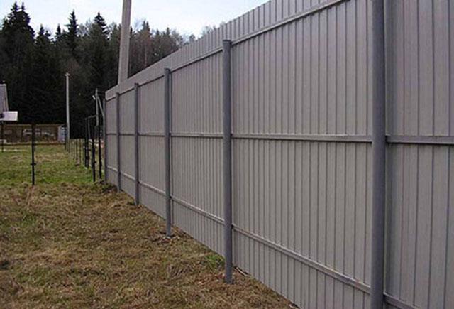 Thi công mặt sau hàng rào tôn công trường
